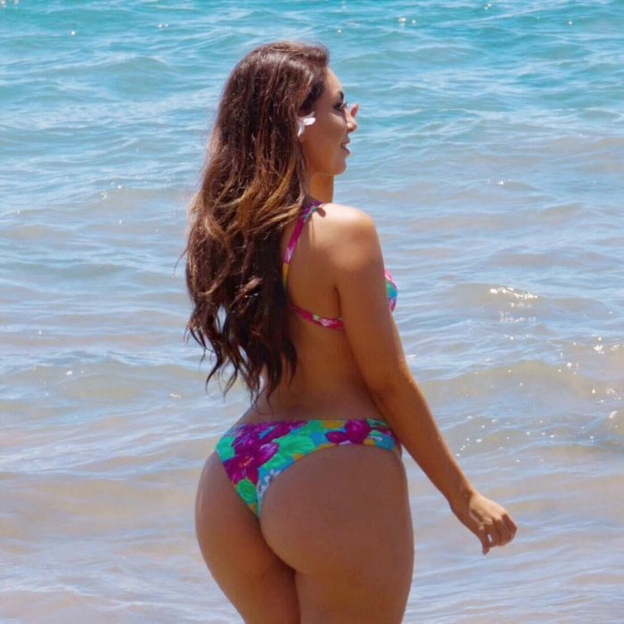 tities big repost uldouz and latino women free pictures