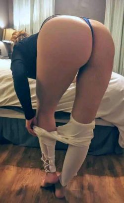 bigger ass and white pants booty